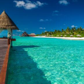 Malediven Holzsteg Heuschirm