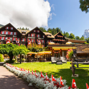 Schweizer Alpen: 3 Tage im TOP 5* Hotel inkl. HP, Wellness & Extras ab 219€