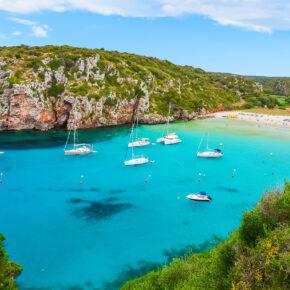 Hochsommer: 7 Tage Menorca im TOP 4* Hotel mit All Inclusive, Flug, Transfer & Zug nur 463€