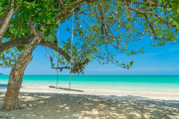 Thailand Khao Lak Strand Schaukel