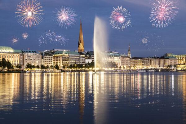 Hamburg Feuerwerk Wasser