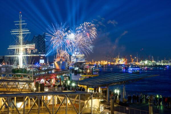 Hamburg Hafen Buntes Feuerwerk