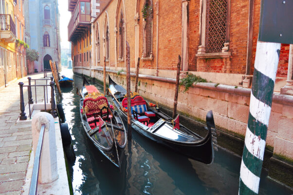 Italien Venedig Zwei Gondeln