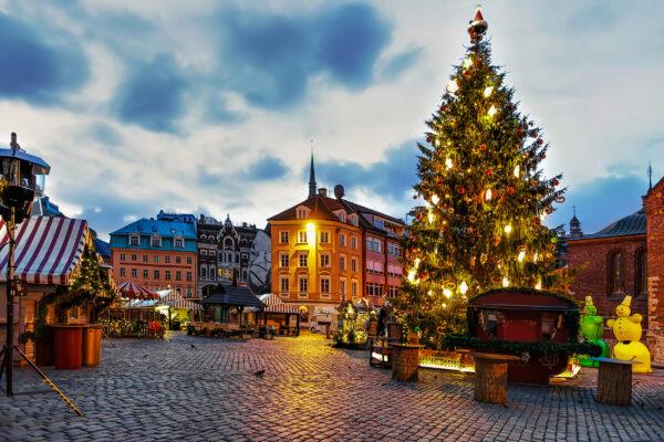 Lettland Riga Weihnachtsmarkt Baum