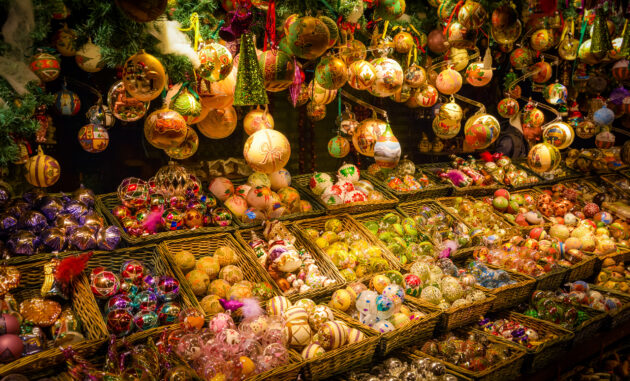 Weihnachtsmarkt Baumkugeln