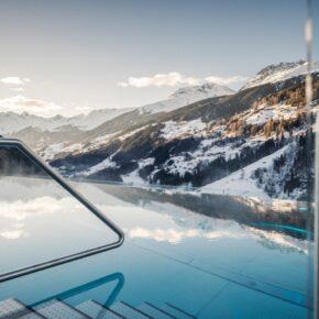 Alpen-Wellness: 4 Tage im Chalet mit Panoramablick, Infinity-Pool, Spa & Frühstück nur 237€