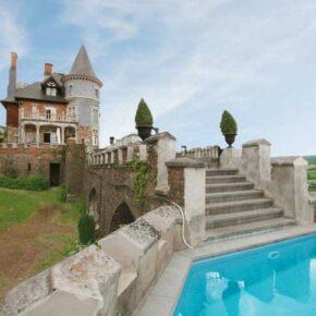 Villa war gestern: 8 Tage im eigenen Schloss in Belgien mit Sauna, Pool & mehr ab 240€