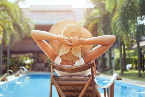 Frau Urlaub Pool