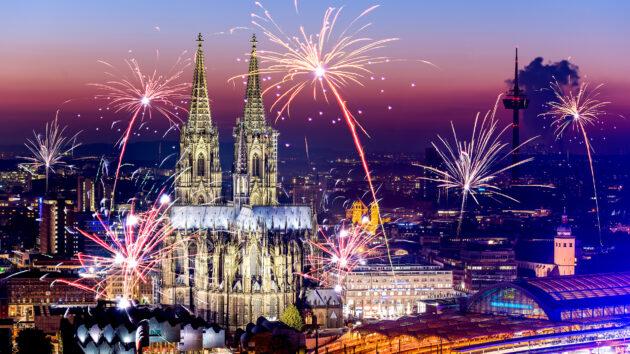 Köln Neujahr Feuerwerk
