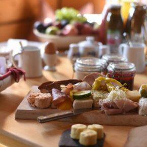 Almdorf Seinerzeit: Hütten Frühstück