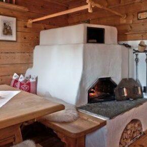 Almdorf Seinerzeit: Hütte von innen