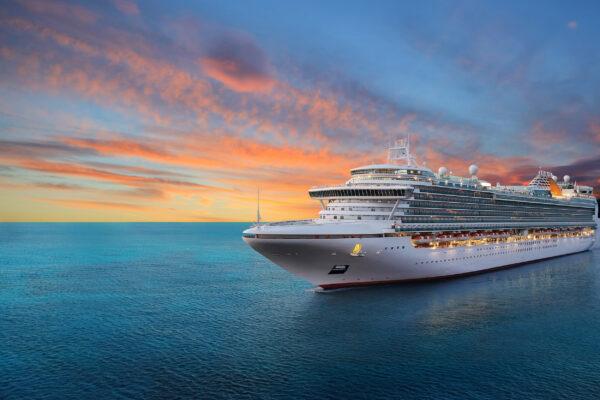 Kreuzfahrtschiff Sonnenuntergang