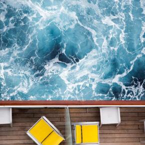 Kreuzfahrtschiff Vogelperspektive Wellen