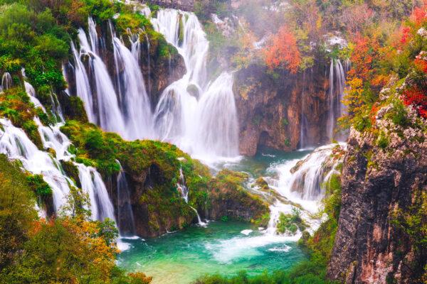 Kroatien Wasserfall bunt