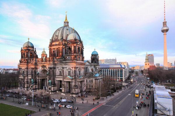 Berlin Fernsehturm Kathedrale