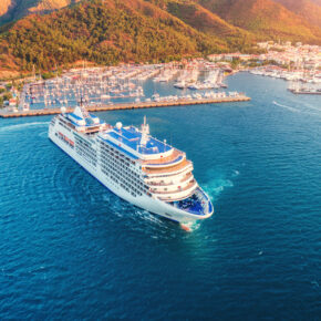 Kreuzfahrt Schiff Küste