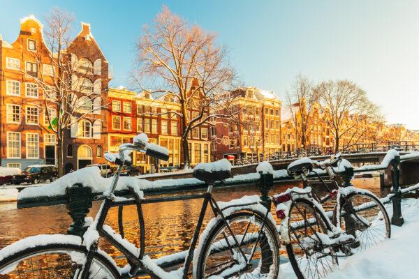 Niederlande Amsterdam Fahrraeder Schnee