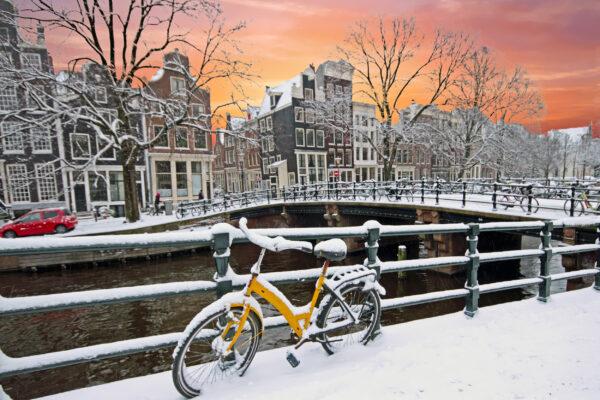 Niederlande Amsterdam Sonnenuntergang Schnee