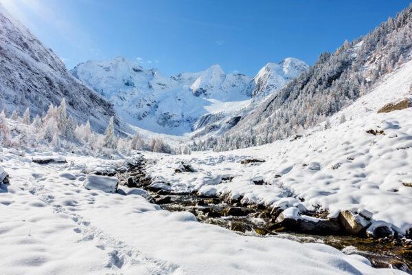Oesterreich Tirol Fluss Schnee
