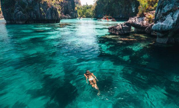 Philippinen Palawan Frau Lagune