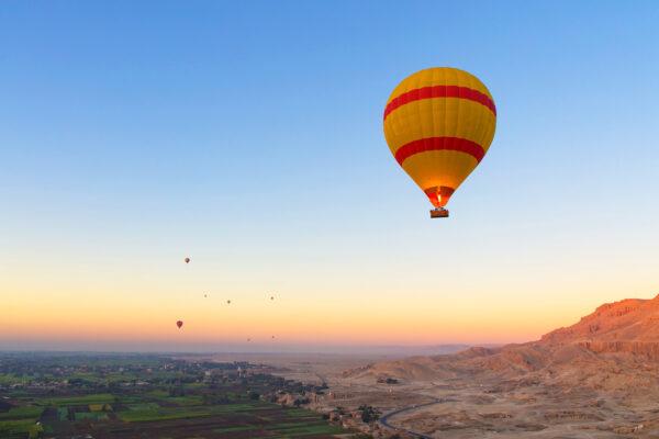 Ägypten Luxor Nil Heißluftballon