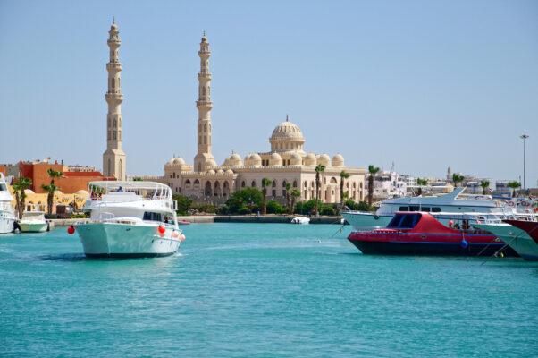 Ägypten Hurghada Haeuser Boote Meer