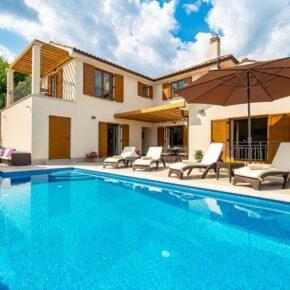 Urlaub mit Freunden: 8 Tage Kroatien in Ferienvilla mit Meerblick, Infinity-Pool & Whirlpool nur 271€