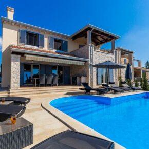 Kroatien mit Freunden: 8 Tage Istrien in eigener Villa mit Infinity-Pool nur 166€