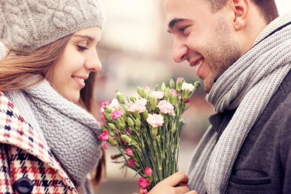 Valentinstag Liebespaar Blumenstraß