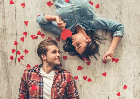Valentinstag Liebespaar Herzen