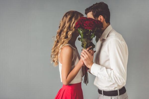 Valentinstag Liebespaar Rosen