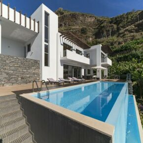 Auszeit in Portugal: 8 Tage Madeira in Design-Villa mit eigenem Infinity-Pool ab 179€