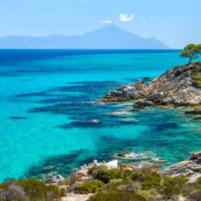 Griechenland Chalkidiki Felskueste