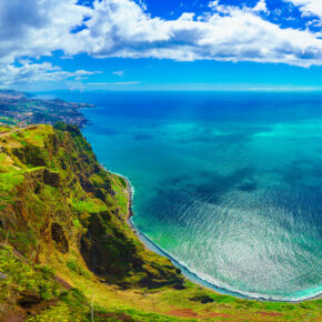 Last Minute nach Madeira: 7 Tage im TOP 4* Hotel mit Halbpension, Flug, Transfer & Zug nur 430€