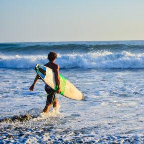 Surfen auf Curaçao: Tipps für die besten Spots zum Wellenreiten, Windsurfen & Kitesurfen