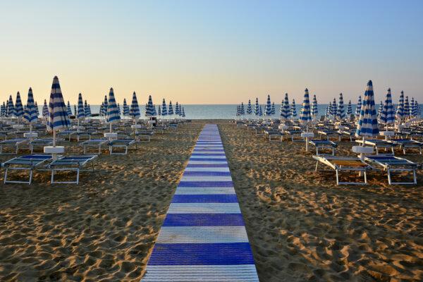 Italien Bibione Strand Liegen