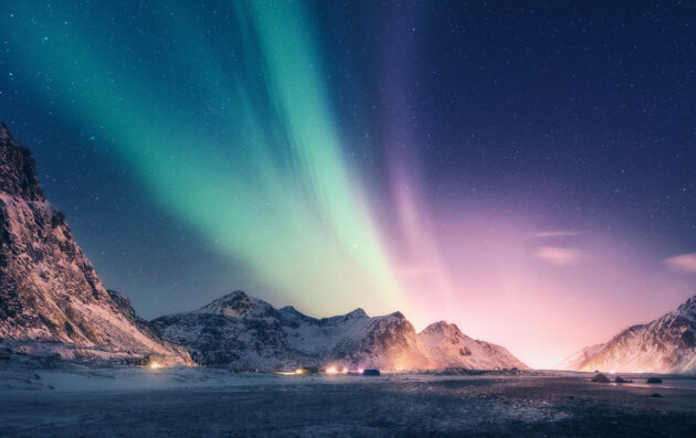 Norwegen Lofoten Polarlichter bunt