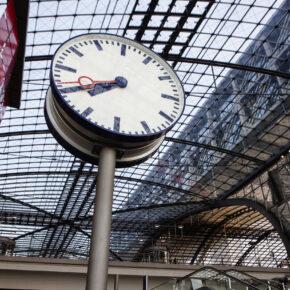 Berlin Hauptbahnhof Uhr