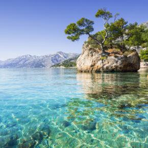 Kroatien: 7 Tage in Dalmatien im 3* Hotel mit Flug, Transfer & Zug nur 129€