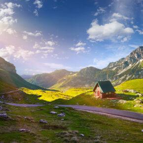 Montenegro im Sommer: 8 Tage im Apartment in Strandnähe mit Flug ab 69€