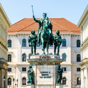 München Statue Leopoldstraße