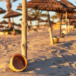 Tunesien im Sommer: 7 Tage im 4* Strandhotel mit Halbpension, Flug, Transfer & Zug nur 369€