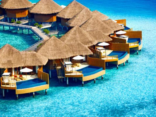 Luxusurlaub Malediven: Baros Maldives Wasservillen