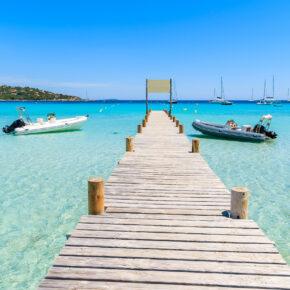 Sommerferien auf Korsika: 8 Tage im August im All Inclusive Hotel inkl. Flug & Zug für 549€