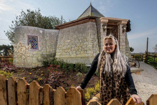 Ground Keepers Cottage Frau