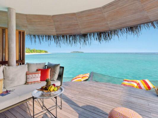 Luxusurlaub Malediven: Kanuhura Maldives Terrasse