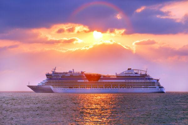 Kreuzfahrt Schiff Sonnenuntergang