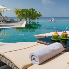 Kudafushi Resort Pool