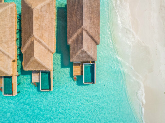 Luxusurlaub Malediven: Kudafushi Resort Wasservilla