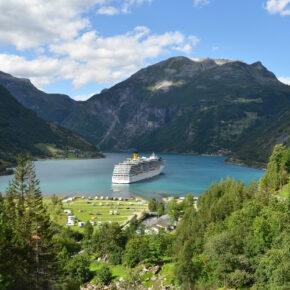 Norwegen Geiranger Fjord Costa Kreuzfahrtschiff